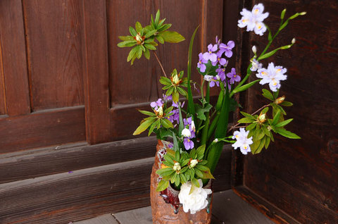 110418flower-arrangement.jpg